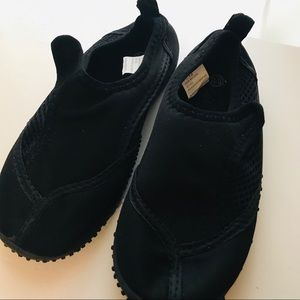 Child Toddler/ water shoes. Unisex. 11/12